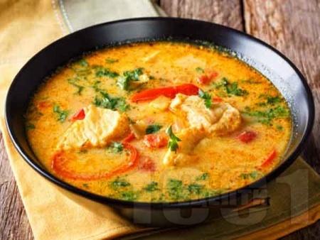 Рибена супа от бяла риба хек или мерлуза с червена къри паста, яйца и кокосова сметана - снимка на рецептата
